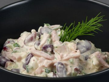 Pupiņu salāti ar kūpinātu gaļu