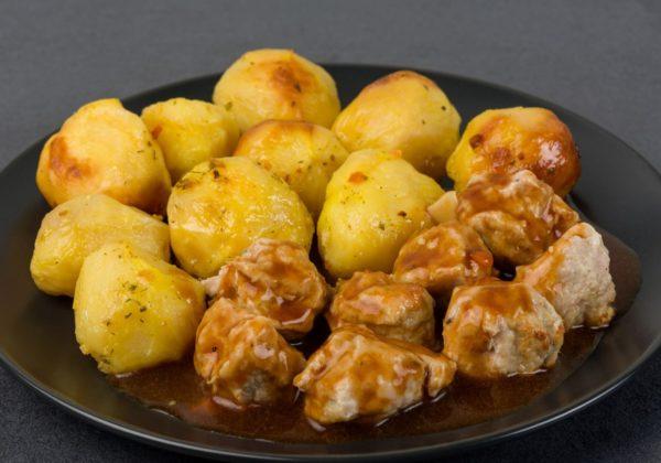 Kartupeļi ar gaļas bumbiņām