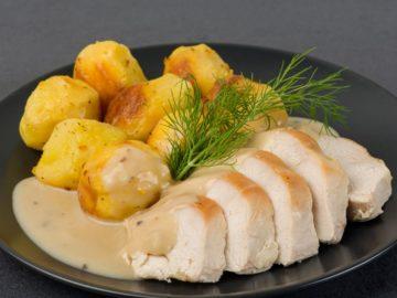 Kartupeļi ar tvaicētu vistas krūtiņu