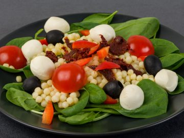 Pērļu pastas salāti ar Mozarella sieru